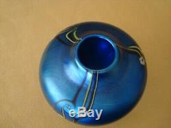 Beautiful Orient and Flume 1980 Blue Hawthorne Cabinet Vase