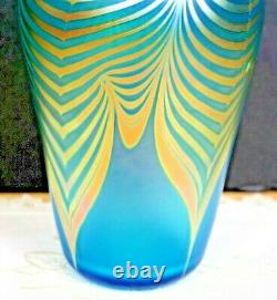 Early STEVEN CORREIA IRIDESCENT PULLED FEATHER ART GLASS VASE Teal green Signed