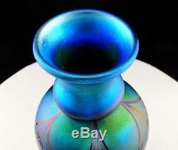 Orient & Flume Signed Art Glass Aurene Cobalt Blue Pulled Feather 8 1/2 Vase