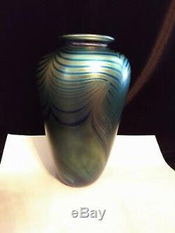 ROBERT EICKHOLT 8 Blue Green Gold Iridescent Art Glass Patterned Vase 1986