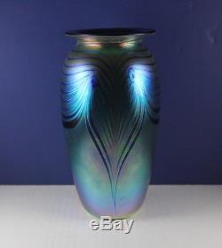 ROBERT EICKHOLT unsigned 9 1/4 Pulled Feather Art Glass Blue Iridescent Vase