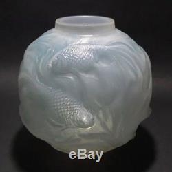 René Lalique Opalescent light blue staining Glass'Formose' vase