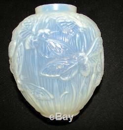 Verlys Les Phalenes Moth Vase Art Deco Circa 1938 Lt Blue Opalescent